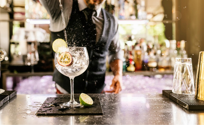 Tips For Bartenders and Caterers Servicing Contactless Events