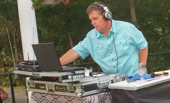 One Top Booked DJ's Key to Making Clients Happy