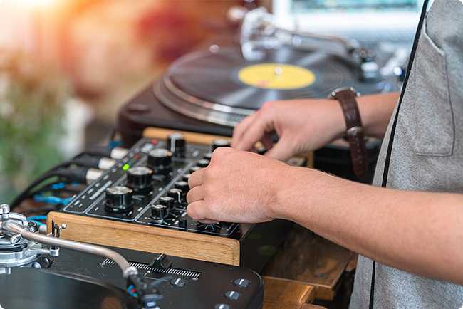 Report: How to Get DJ Gigs