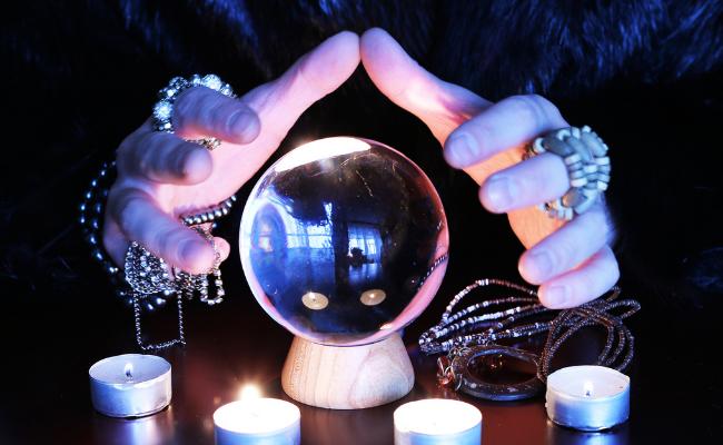 fortune teller)